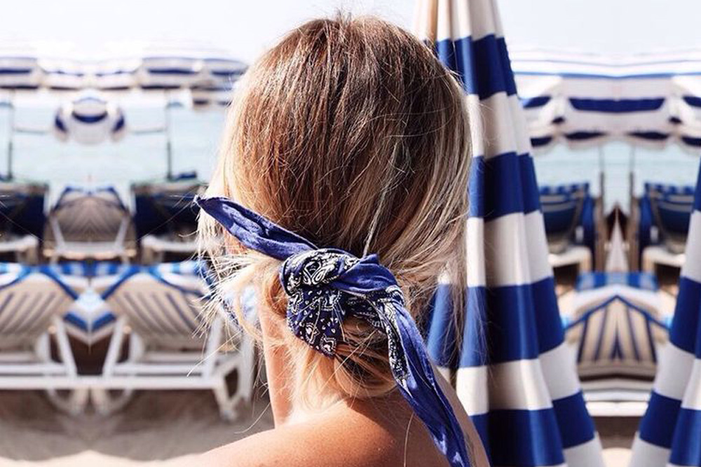 Messy hair don't care summer hairstyles to try! Tie your low bun with a bandana